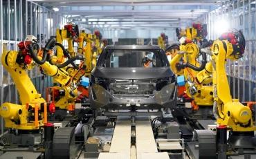 A minőség-ellenőrzést is robotok végzik a Nissan Intelligens Autógyárában